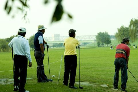 ゴルフ超初心者がゴルフを始めたいときに一体どうすればいい?