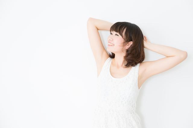 髪の短い女性