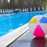 プールサイドのボール