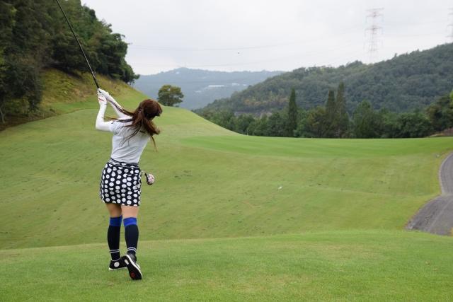 ゴルフ女子のティーショット